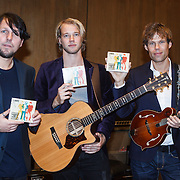 NLD/Hilversum/20131107 - CD presentatie 3J's ,Jan Dulles, Jaap Kwakman, Jan de Witte met de cd dichter bij de horizon