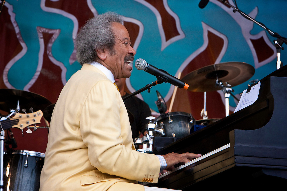 New Orleans pianist, singer-songwriter Allen Toussaint performs on the Acura stage on the last day at the New Orleans Jazz and Heritage Festival at the New Orleans Fair Grounds Race Course in New Orleans, Louisiana, USA, 3 May 2009.