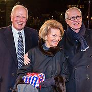 NLD/Amsterdam/20161222 - Première 32ste Wereldkerstcircus, Wim Nijkamp (ex partner Joop Braakhekke) en vrienden