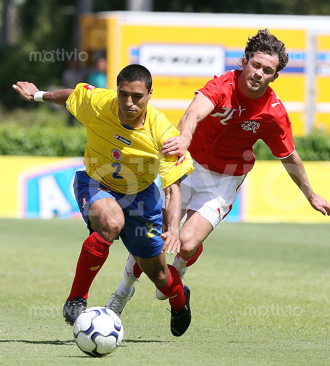 Fussball International Testspiel  Schweiz 1-3 Kolumbien Ivan Cordoba (COL,li) gegen Alberto Regazzoni (SUI)