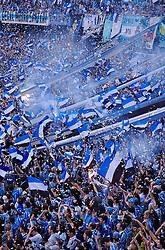 Torcida gremista comemora a vitória na partida entre as equipes do Gremio e Internacional realizada no Estádio Olímpico, em Porto Alegre, válida pela 26™ rodada do Campeonato Brasileiro. Foto: Jefferson Bernardes/Preview.com