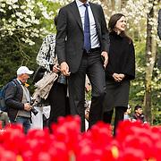 NLD/Lisse/20190417 - Minister Rutte doopt tulp inde Keukenhof, Minister Rutte wandelt door de Keukenhof