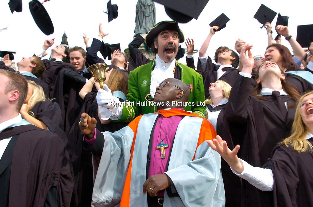 16 July 2007: The Archbishop of York, John Sentamu, joins graduates from the University of Hull today where he received an honorary doctorate.<br />Picture:Sean Spencer/Hull News & Pictures 01482 210267/07976 433960<br />High resolution picture library at http://www.hullnews.co.uk<br />©Sean Spencer/Hull News & Pictures Ltd