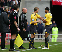 Photo: Andrew Unwin.<br /> Sunderland v Arsenal. The Barclays Premiership. 01/05/2006.<br /> Arsenal's Thierry Henry (R) gives Dennis Bergkamp the captain's armband as he is substituted.