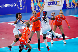 03-12-2019 JAP: Netherlands - Cuba, Kumamoto<br /> Third match 24th IHF Women's Handball World Championship, Netherlands win the third match against Cuba with 51- 23. / Danick Snelder #10 of Netherlands, Jessy Kramer #5 of Netherlands, Yunisleidy Camejo Rodriguez #11 of Cuba, Lisandra Lusson Miranda #9 of Cuba