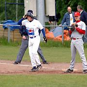 NLD/Bussum/20060528 - Honkbal, HCAW - Kinheim, Sidney de Jong op het 1e honk