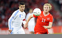 Fotball<br /> Foto: EQ Images/Digitalsport<br /> NORWAY ONLY<br /> <br /> FOOTBALL - FIFA WORLD CUP 2010 - QUALIFYING ROUND - GROUP 7 - SVEITS V HELLAS  - 5/09/2009<br /> <br /> Konstantinos Katsouranis (GRE) gegen Marco Padalino (SUI)