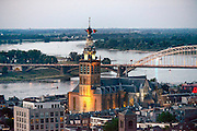 Nederland, Nijmegen, 17-7-2016Zomerfeesten begonnen, uitzicht, panorama op delen van de stad bij avond, st. stevenskerk, sint stevenstoren, kerkFoto: Flip Franssen