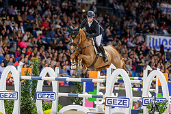 HOWLEY Richard (IRL), Arlo de Blondel<br /> Stuttgart - German Masters 2019<br /> Preis der Firma GEZE GmbH<br /> Int. Springprüfung mit Siegerrunde (1.50 m)<br /> CSI5*-W, Wertungsprüfung für LONGINES Ranking<br /> 16. November 2019<br /> © www.sportfotos-lafrentz.de/Stefan Lafrentz