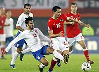 Fotball<br /> Østerrike v Serbia<br /> 15.10.2008<br /> Foto: Gepa/Digitalsport<br /> NORWAY ONLY<br /> <br /> Bild zeigt Ivan Obradovic (SRB) und Paul Scharner (AUT).