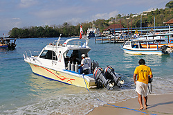 Tauchboot an Strand von Padang Bay, Dive boat on the beach from Padang Bai,  Bali, Indonesien, Indopazifik, Indonesia, Asien, Indo-Pacific Ocean, Asia