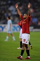 Fotball<br /> Italia<br /> Foto: Inside/Digitalsport<br /> NORWAY ONLY<br /> <br /> Julio Baptista (Roma) celebrates at the end of the match<br /> <br /> 17.11.2008<br /> Serie A 2008/2009<br /> Roma v Lazio (1-0)