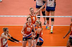 16-08-2016 BRA: Olympic Games day 11, Rio de Janeiro<br /> De Nederlandse volleybalsters staan in de olympische halve finales. In een overtuigende wedstrijd, waarin alleen de derde set werd verloren, was Oranje te sterk voor Zuid-Korea: 25-19, 25-14, 23-25 en 25-20. / Judith Pietersen #8, Laura Dijkema #14, Lonneke Sloetjes #10, Debby Stam-Pilon #16