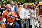 Op Prinsjesdag 2018 spreekt het staatshoofd in de Aankomst Politici Ridderzaal. Staten-Generaal van het Koninkrijk der Nederlanden in verenigde vergadering bijeen de troonrede uit. Daarin geeft de regering aan wat het regeringsbeleid zal zijn voor het komende jaar. <br /> <br /> op de foto / On the photo:  Johan Vlemmix