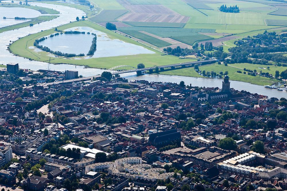 Nederland, Overijsssel, Deventer, 06-09-2010; binnenstad met IJssel IJsselbrug gezien naar het zuiden. Op het tweede plan de uiterwaarden..Town centre with river IJssel, floodplains (seen to the south)  .luchtfoto (toeslag), aerial photo (additional fee required).foto/photo Siebe Swart