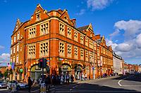 République d'Irlande, Dublin, immeuble à l'angle de Fishamble street et Lord Edward Street // Republic of Ireland; Dublin, building at the corner of Fishamble street and Lord Edward Street