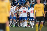 Fotball<br /> 13.04.2016<br /> Norgesmesterskap<br /> 1. runde<br /> Kuventræ kunstgress<br /> Os - Lysekloster<br /> Ståle Steen Sæthre (L) , Lysekloster setter inn 2 - 3 målet og blir gratulert av lagkameratene mens<br /> Os depper<br /> Foto: Astrid M. Nordhaug