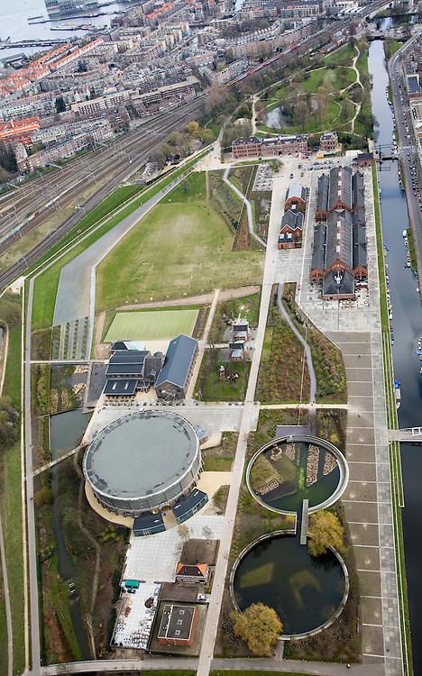 Nederland, Amsterdam, Westerpark, 16-04-2008; de gerenoveerde gebouwen op het terrein van de voormalige Westergasfabriek; het ernstige vervuilde terrein is inmiddels gesaneerd en vormt het nieuwe Westerpark; de voormalige fabrieksgebouwen hebben een culturele bestemming gekregen; direct grenzend aan het terrein de Haarlemmerweg en de Staatsliedenbuurt; onder in beeld de Gashouder, de vijvers zijn de fundamenten van de vroegere andere gashouders; recht boven het midden de Zuiveringshal (aan de Haarlemmervaart); linksboven naar de horizon, Spaandammerbuurt;.ht terrein wordt gebruikt voor manifestaties, tentoonstelling, expositie, cultuur, industrieel en cultureel erfgoed; milieu, bodemverontreiniging, gif zie ook andere (lucht)foto's van deze lokatie ..luchtfoto (toeslag); aerial photo (additional fee required); .foto Siebe Swart / photo Siebe Swart.