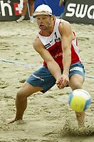 Volleyball, Sandvolleyball, World Tour Stavanger, Grand Slam, 02/07-05, <br />Ivar Horrem må se ballen gå forbi, <br />Foto: Halvard Hofsmo, Digitalsport