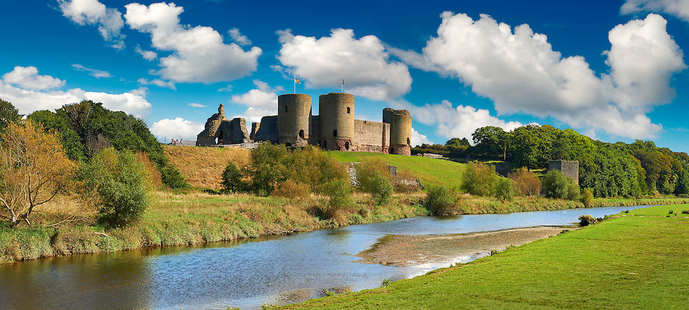 Rhuddlan Castle built in 1277 for Edward 1st next to the River Clwyd, Rhuddlan, Denbighshire, Wales .<br /> <br /> Visit our WALES HISTORIC PLACES PHOTO COLLECTIONS for more photos to browse or download or buy as prints https://funkystock.photoshelter.com/gallery-collection/Images-of-Wales-Welsh-Historic-Places-Pictures-Photos/C0000UEicBhu1tQM<br /> .<br /> Visit our MEDIEVAL PHOTO COLLECTIONS for more   photos  to download or buy as prints https://funkystock.photoshelter.com/gallery-collection/Medieval-Middle-Ages-Historic-Places-Arcaeological-Sites-Pictures-Images-of/C0000B5ZA54_WD0s