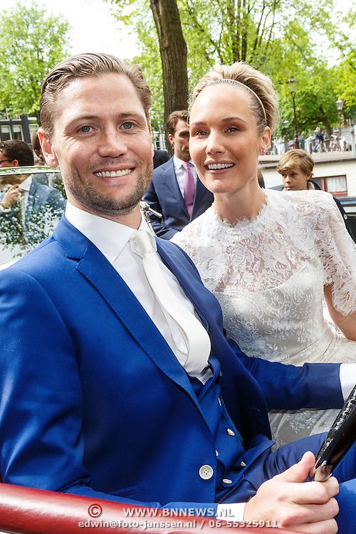NLD/Amsterdam/20150620 - Huwelijk Kimberly Klaver en Bas Schothorst, in een oude Rolls Royce