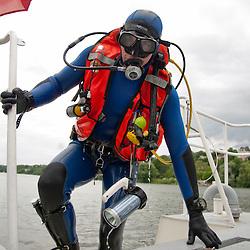 Activités nautiques de la Brigade fluviale de Conflans, entraînement hélitreuillage avec un EC145 de la SAG Villacoublay et plongée en Seine à proximité d'un bateau accidenté.<br /> Juillet 2012 / Conflans Sainte Honorine / Yvelines (78) / FRANCE<br /> Cliquez ci-dessous pour voir le reportage complet (90 photos) en accès réservé<br /> http://sandrachenugodefroy.photoshelter.com/gallery/2012-07-Plongeurs-en-Gendarmerie-Nautique-Complet/G0000Prz0M8lEakA/C0000yuz5WpdBLSQ