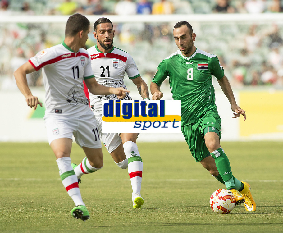Fotball<br /> Asia Cup / Asiamesterskapet<br /> 23.01.2015<br /> Iran v Irak<br /> Kvartfinale<br /> Foto: imago/Digitalsport<br /> NORWAY ONLY<br /> <br /> Justin Meram (8) of Iraq brings the ball downfield against Iran in the FIFA Asian Football Confederation 2015 Asian Cup quarter-final game played in Canberra Stadium, Canberra, Australia