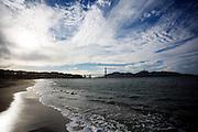 De Baai van San Francisco met in de achtergrond de Golden Gate Brug. De Amerikaanse stad San Francisco aan de westkust is een van de grootste steden in Amerika en kenmerkt zich door de steile heuvels in de stad.<br /> <br /> Francisco Bay with in the background the Golden Gate Bridge. The US city of San Francisco on the west coast is one of the largest cities in America and is characterized by the steep hills in the city.