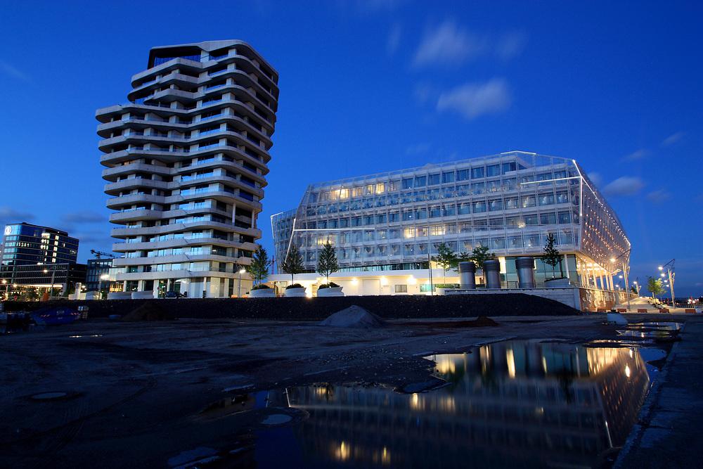 Moderne Architektur des Marco Polo Tower und Unilever Haus zur Blauen Stunde in der HafenCity