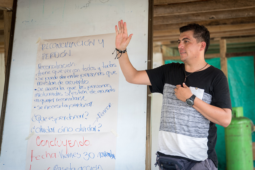 16 November 2018, San José de León, Mutatá, Antioquia, Colombia: Edwin Mosquera, project coordinator of De la Guerra a la Paz, helps lead a workshop on forgiveness and reconciliation. Following the 2016 peace treaty between FARC and the Colombian government, a group of ex-combatant families have purchased and now cultivate 36 hectares of land in the territory of San José de León, municipality of Mutatá in Antioquia, Colombia. A group of 27 families first purchased the lot of land in San José de León, moving in from nearby Córdoba to settle alongside the 50-or-so families of farmers already living in the area. Today, 50 ex-combatant families live in the emerging community, which hosts a small restaurant, various committees for community organization and development, and which cultivates the land through agriculture, poultry and fish farming. Though the community has come a long way, many challenges remain on the way towards peace and reconciliation. The two-year-old community, which does not yet have a name of its own, is located in the territory of San José de León in Urabá, northwest Colombia, a strategically important corridor for trade into Central America, with resulting drug trafficking and arms trade still keeping armed groups active in the area. Many ex-combatants face trauma and insecurity, and a lack of fulfilment by the Colombian government in transition of land ownership to FARC members makes the situation delicate. Through the project De la Guerra a la Paz ('From War to Peace'), the Evangelical Lutheran Church of Colombia accompanies three communities in the Antioquia region, offering support both to ex-combatants and to the communities they now live alongside, as they reintegrate into society. Supporting a total of more than 300 families, the project seeks to alleviate the risk of re-victimization, or relapse into violent conflict.