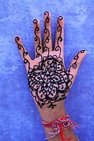 Inde, Rajasthan, Main dessiné au henné // India, Rajsthan, Hand with hanna