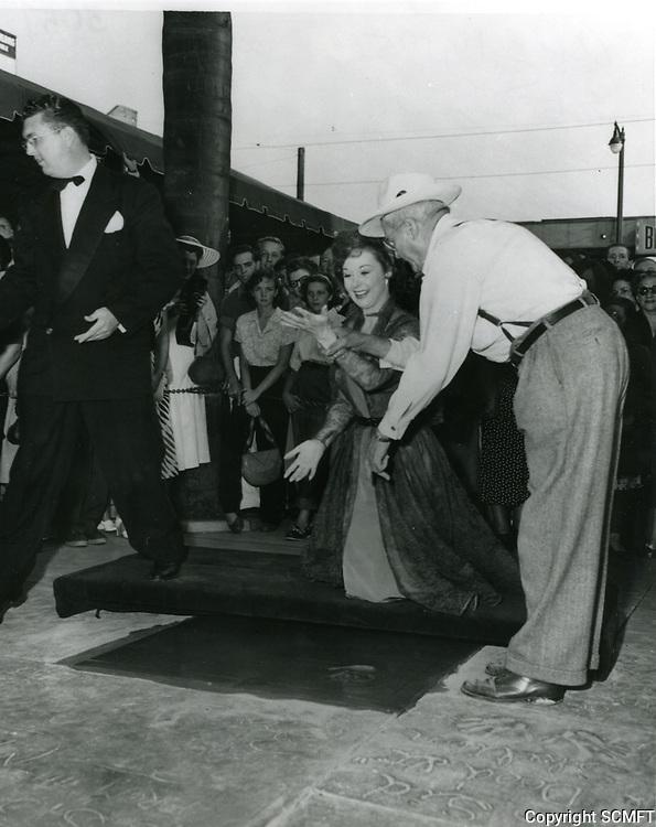1951 Susan Hayward's hand/footprint ceremony at Grauman's Chinese Theater