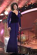 """Auftritt von Isabel Varell bei der 14. ZDF-Benefiz-Musikshow """"Die schönsten Weihnachtshits"""" mit Carmen Nebel. Live Spendengala zu Gunsten von """"Misereor"""" und """"Brot für die Welt"""". Bavaria Studios, München."""