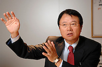 30 AUG 2007, BERLIN/GERMANY:<br /> JongWoo Park, President & CEO, Samsung Digital Media Business, waehrend einem Interview, Samsung Messestand, Internationale Funkausstellung, IFA<br /> IMAGE: 20070830-01-003<br /> KEYWORDS: Jong Woo Park