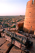 INDIA, RAJASTHAN canon on city walls of 11th century city  of Jaisalmer in the Great Thar Desert