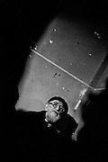 Paris , 1995.<br /> Soutien de l'abbe Pierre aux squatters de la rue du Dragon. L'association Droit au logement investit un immeuble vide pour y loger plusieurs familles. L'association exige l'application de l'ordonnance d'octobre 1945 permettant la requisition d'immeubles vides.