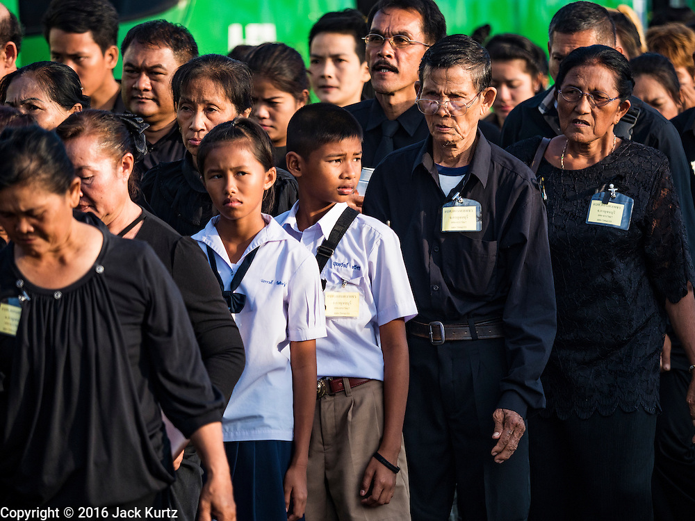 22 NOVEMBER 2016 - BANGKOK, THAILAND: People line up on Sanam Luang in Bangkok to honor the late King of Thailand. Hundreds of thousands of Thais gathered across Thailand Tuesday to swear allegiance to the Chakri Dynasty, in a ceremony called Ruam Phalang Haeng Kwam Phakdi (the United Force of Allegiance). At Sanam Luang, the Royal Parade Ground, and location of most of the mourning ceremonies for the late King, people paused to honor His Majesty by singing the Thai national anthem and the royal anthem.       PHOTO BY JACK KURTZ