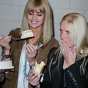 NLD/Haarzuilens/20120425 - Opening tentoonstelling Bruidjes van de Haar, Daphne Deckers, en Mariska Bauer - Rosenberg