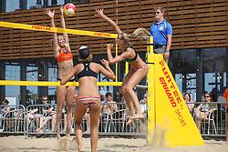 20160723 NED: NK Beachvolleybal 2016, Scheveningen <br />Katja Stam, Joy Stubbe, Nika Daalderop<br />©2016-FotoHoogendoorn.nl / Pim Waslander