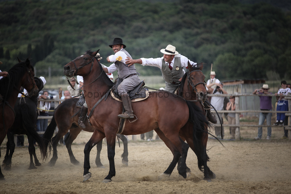 The rose game, a rider trying to take the rose of his opponent