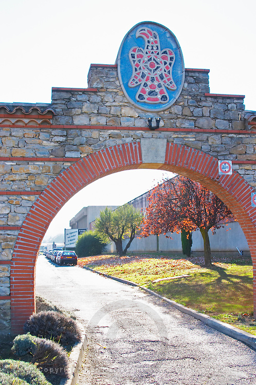 Sieur D'Arques Aimery cooperative co-operative. Limoux. Languedoc. The gate. France. Europe.