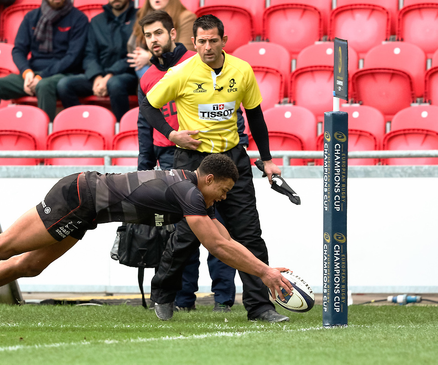 Saracens' Nathan Earle scores his sides first try<br /> <br /> Photographer Simon King/CameraSport<br /> <br /> European Rugby Champions Cup Pool 3 - Scarlets v Saracens - Sunday 15th January 2017 - Parc y Scarlets - Llanelli <br /> <br /> World Copyright © 2017 CameraSport. All rights reserved. 43 Linden Ave. Countesthorpe. Leicester. England. LE8 5PG - Tel: +44 (0) 116 277 4147 - admin@camerasport.com - www.camerasport.com