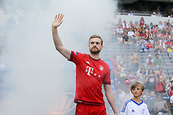 11.07.2015, Alianz Arena, Muenchen, GER, 1. FBL, FC Bayern Muenchen, Teampräsentation, im Bild Jan Kirchhoff #15 (FC Bayern Muenchen) kommt in die Arena // during the Teampresentation of German Bundesliga Club FC Bayern Munich at the Alianz Arena in Muenchen, Germany on 2015/07/11. EXPA Pictures © 2015, PhotoCredit: EXPA/ Eibner-Pressefoto/ Kolbert<br /> <br /> *****ATTENTION - OUT of GER*****