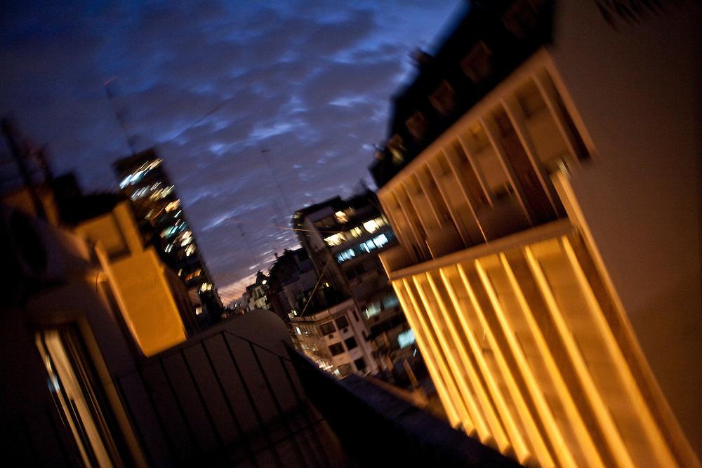 Buenos Aires, Argentina...Imagens da cidade de Buenos Aires, capital da Argentina. Centro de Buenos visto de um terraco...The Buenos Aires city. The view of Buenos Aires downtown from the terrace...Foto: JOAO MARCOS ROSA / NITRO
