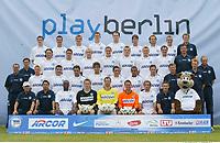 Fotball<br /> Bundesliga 2003/2004<br /> Hertha Berlin<br /> Foto: Vivien Venzke, Digitalsport<br /> <br /> hinten v.l.: Arne FRIEDRICH, Fredi BOBIC, Marko REHMER, Alexander MADLUNG, Josip SIMUNIC,         Alexandar MLADENOV, Dick VAN BURIK, Denis LAPACZINSKI, Konditions- und Reha-Trainer Carsten SCHÖNEMANN<br /> <br /> 3. Reihe v.l. Co-Trainer Holger GEHRKE, Niko KOVAC, Alexander LUDWIG, Bartosz KARWAN, Andreas SCHMIDT, Thorben MARX,  Artur WICHNIAREK, Bart GOOR, Torwart Trainer Nello DI MARTINO, Mannschaftsarzt Dr. Ullrich SCHLEICHER<br /> <br /> 2. Reihe v.l. Trainer Huub STEVENS, Andreas NEUENDORF ''Zecke'', LUIZAO, Sofian CHAHED, Malik FATHI, Michael HARTMANN, MARCELINHO, Pal DARDAI, Torwart Trainer Enver MARIC<br /> <br /> vorn v.l. Physiotherapeuten Peter BENTIN und DE MEL, Nando RAFAEL, Tomasz KUSZCZAKm Gabor KIRALY, Christian FIEDLER, Roberto PINTO,  Zeugwart Tom RIEDEL, Maskottchen HERTINHO