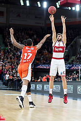 10.02.2016, ratiopharm arena, Ulm, GER, ULEB Eurocup, ratiopharm Ulm gegen FC Bayern Muenchen, Top 32 Runde, im Bild Maximilian Kleber #42 (FC Bayern), Da Sean Butler #17 (ratiopharm Ulm) // during the round of last 32 match of the ULEB Eurocup Basketball between ratiopharm Ulm an FC Bayern Munich at the ratiopharm arena in Ulm, Germany on 2016/02/10. EXPA Pictures © 2016, PhotoCredit: EXPA/ Eibner-Pressefoto/ Walther<br /> <br /> *****ATTENTION - OUT of GER*****