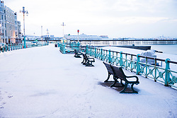 © Licensed to London News Pictures. 27/02/2018. Brighton, UK. The Palace Pier and the beach in Brighton and Hove is covered in a layer of snow. Photo credit: Hugo Michiels/LNP