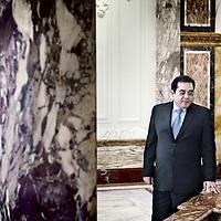 Nederland, Amsterdam , 22 oktober 2010..De Egyptische oppositieleider, dissident en liberaal Ayman Nour hier in het Tropeninstituut wordt o.a. gefotografeerd door zijn Egyptische chauffeur..The Egyptian opposition leader and liberal dissident Ayman Nour in the Royal Tropical Institute in Amsterdam.