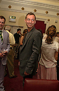 Jude Law. Johnny Lee Miller Hosts a Grand Classics screening of 'Singing In the Rain. the Electric Cinema. 111 July 2005. ONE TIME USE ONLY - DO NOT ARCHIVE  © Copyright Photograph by Dafydd Jones 66 Stockwell Park Rd. London SW9 0DA Tel 020 7733 0108 www.dafjones.com