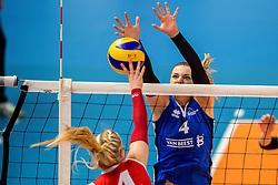 19-02-2017 NED: Bekerfinale Sliedrecht Sport - VC Sneek, Zwolle<br /> In een uitverkochte Lanstede Topsporthal wordt de eerste bekerfinale gespeeld / Lea van Rooijen #4 of Sliedrecht Sport
